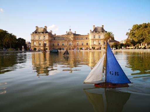 Dominik Uebbing, Schiff auf Teich, Jardin du Luxembourg, Paris