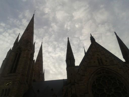 Lesya Zolotoverkh, Verdunklung - Himmel über einer Kathedrale